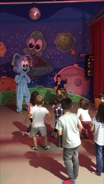 Monitoras en parque de juegos infantiles en Fuenlabrada